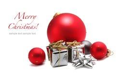 Esfera do Natal e caixa de presente fotografia de stock