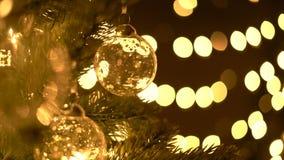 Esfera do Natal na árvore de Natal vídeos de arquivo