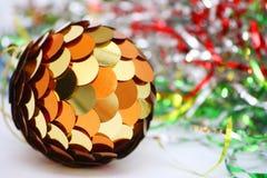 Esfera do Natal no fundo brilhante, colorido Foto de Stock Royalty Free
