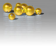 Esfera do ouro do Natal Fotos de Stock