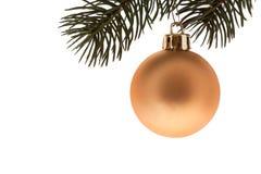 Esfera dourada da árvore de Natal Fotografia de Stock Royalty Free