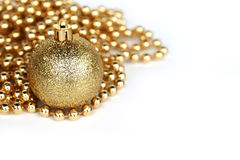 Esfera dourada do Natal Imagem de Stock Royalty Free
