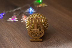 Esfera dourada do Natal Foto de Stock