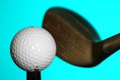 Esfera e clube de golfe Foto de Stock