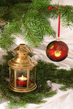 Esfera e lâmpada de Christams Fotografia de Stock Royalty Free
