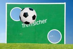 Esfera e objetivo de futebol fotos de stock royalty free