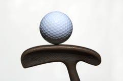 Esfera e putter de golfe Imagem de Stock