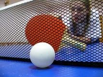 Esfera e raquete de Pingpong Fotos de Stock Royalty Free