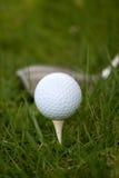 Esfera e T de golfe Imagem de Stock