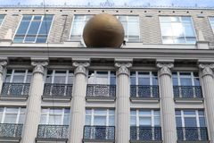 Esfera en una casa Foto de archivo libre de regalías