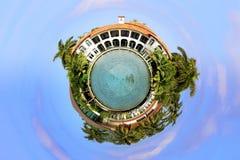 Esfera minúscula das casas de mansão do planeta imagem de stock