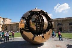Esfera moderna da instalação no Vaticano Fotografia de Stock Royalty Free