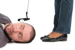 A esfera para o golfe encontra-se no homem fotografia de stock royalty free
