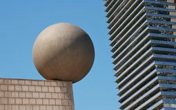 Esfera-Skulptur, Barcelona stockbilder
