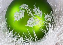 Esfera verde do Natal imagens de stock royalty free