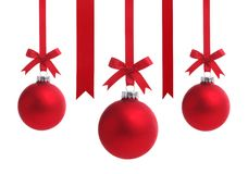 Esfera vermelha do Natal com curva da fita Imagens de Stock