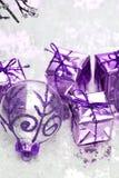 Esfera violeta do Natal foto de stock