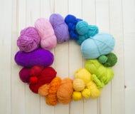 Esferas coloridas do fio Vista de acima Cores do arco-íris Todas as cores Imagem de Stock Royalty Free