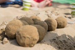 Esferas da areia na praia imagem de stock royalty free