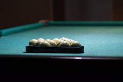 Esferas de bilhar na tabela verde Foto de Stock Royalty Free
