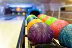 Esferas de bowling coloridas Imagens de Stock