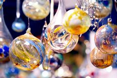 Esferas de cristal com vela - mit Kerzen de Glaskugeln Foto de Stock Royalty Free