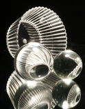 Esferas de cristal con el tazón de fuente Imagenes de archivo