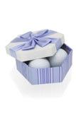 Esferas de golfe na caixa de presente Fotos de Stock Royalty Free