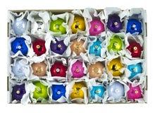 esferas de la Navidad en una caja Foto de archivo libre de regalías