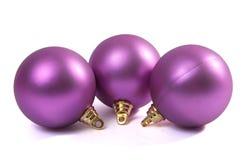 Esferas de la violeta de la Navidad. Imagenes de archivo