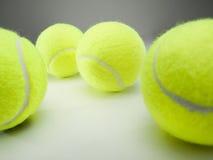 Esferas de tênis amarelas Fotografia de Stock