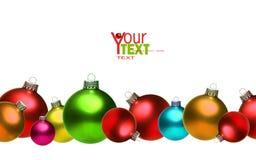 Esferas de vidro coloridas do Natal isoladas no branco Imagem de Stock