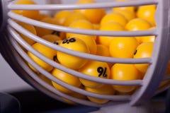Esferas do Bingo na cesta Fotografia de Stock