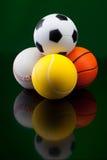 Esferas do esporte na frente do fundo preto Fotos de Stock Royalty Free