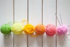 Esferas do fio colorido Vista de acima Todas as cores do ra Fotos de Stock Royalty Free