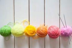 Esferas do fio colorido Vista de acima Todas as cores do ra Foto de Stock
