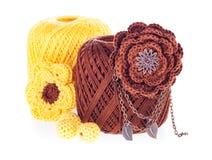 Esferas do fio para confecção de malhas do algodão com brooch, grânulos Imagem de Stock