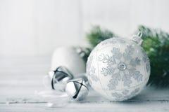 Esferas do Natal branco Imagens de Stock