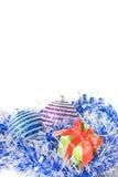 Esferas do Natal com e presente Fotografia de Stock