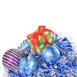 Esferas do Natal com e presente com decoração Fotografia de Stock