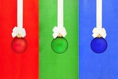 Esferas do Natal com fita branca Fotografia de Stock