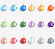 Esferas do Natal Decorações realísticas dos feriados de inverno Bolas lustrosas do Natal Esferas coloridas Fotos de Stock Royalty Free