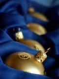 Esferas do Natal do ouro Fotografia de Stock Royalty Free