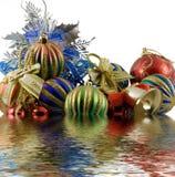 Esferas do Natal em um ouropel Fotos de Stock Royalty Free
