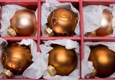 Esferas do Natal na caixa Foto de Stock