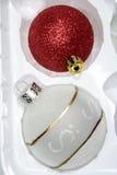 Esferas do Natal na embalagem Imagem de Stock