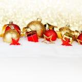 Esferas do Natal na neve Imagem de Stock Royalty Free