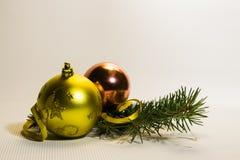 Esferas do Natal no fundo branco foto de stock