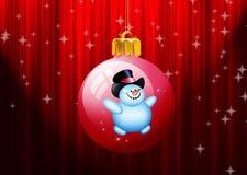 Esferas do Natal que penduram no fundo vermelho Fotografia de Stock Royalty Free