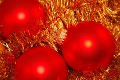 Esferas do vermelho do ano novo imagens de stock royalty free